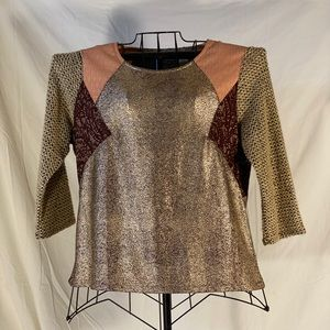 Gimmicks by BKE large mixed media top